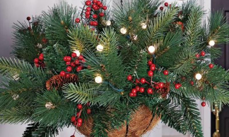Christmas Hanging Baskets.Evergreen Hanging Basket Holiday Workshop Smiths Falls