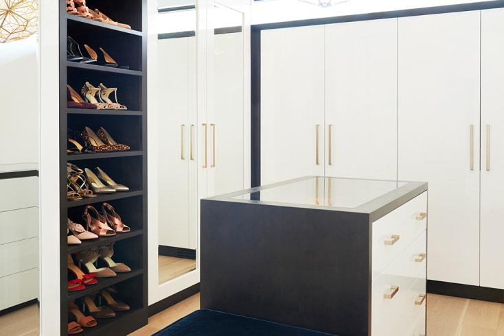 Maple | Walk-in Closet