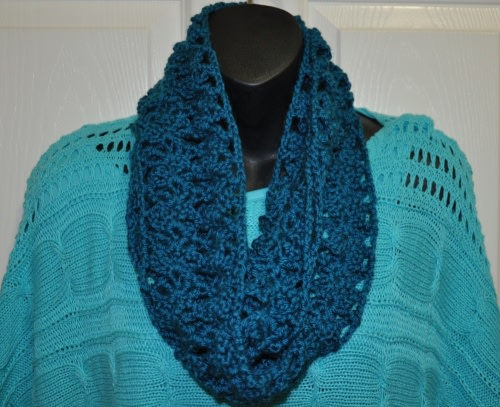 Soft & Lacy Infinity Scarf Set